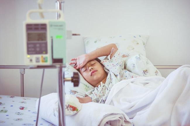 Cậu bé 12 tuổi mắc bệnh ung thư ruột giai đoạn cuối: Cha mẹ đừng vì cưng chiều mà xuôi theo sở thích ăn uống của con-1