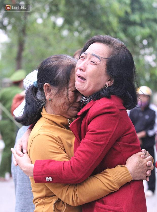 Nước mắt người vợ chiến sĩ hy sinh ở Sư Đoàn 337: Giờ anh mất, muốn đưa thi thể về nhà cũng không được vì quê Quảng Bình vẫn còn ngập lụt-8