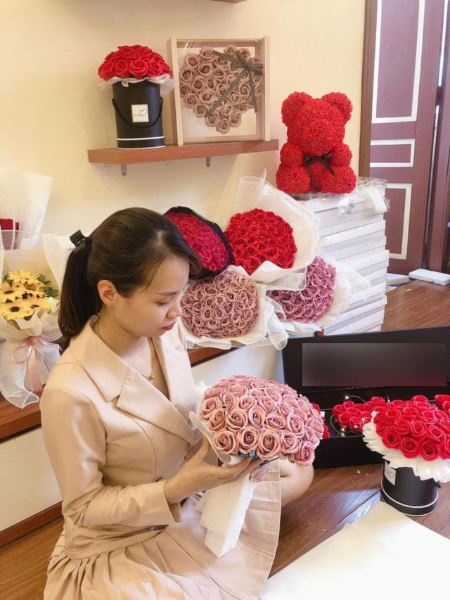 Ngày đi làm, đêm bó hoa sáp: Cặp vợ chồng trẻ kiếm chục triệu mỗi ngày-1