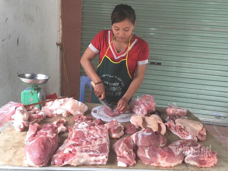 Thịt lợn ế ẩm cả năm, tiểu thương ngoài chợ đành phải giảm giá-2