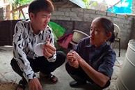 Vừa hứa làm clip nghiêm túc, Hưng Vlog lại bị chỉ trích khi gian dối mẹ già