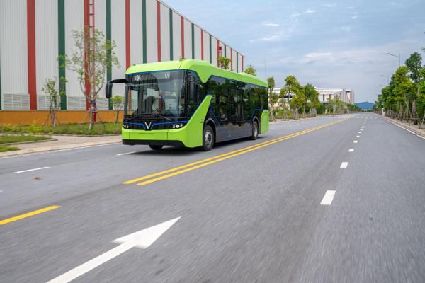 Chạy thử nghiệm xe buýt điện VinFast-1
