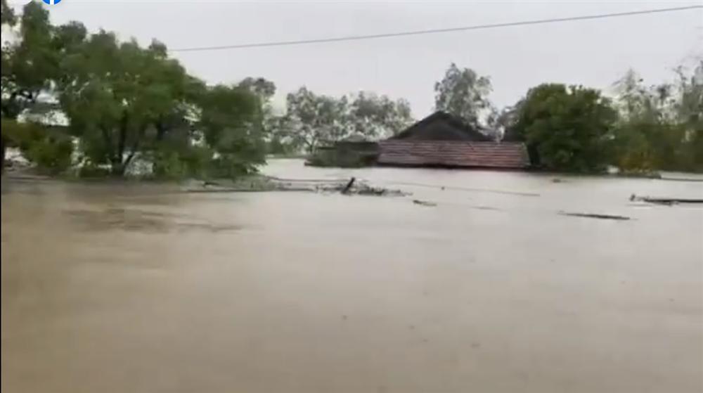Thủy Tiên tuyên bố sau lũ ngoài xây lại nhà cho người dân còn xây thêm nhà tập thể đề phòng mưa bão-1