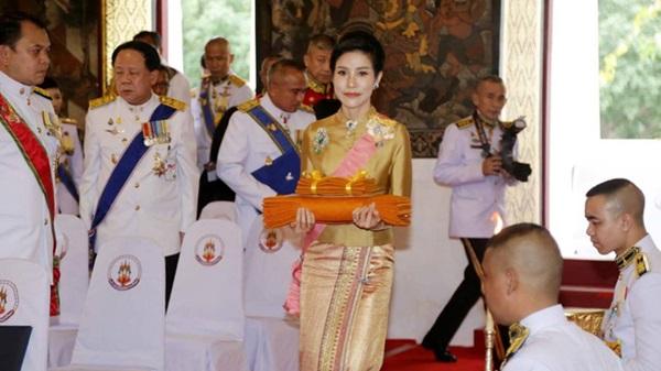 Hoàng quý phi Thái Lan nhận ân sủng mới từ nhà vua, phản ứng của Hoàng hậu Suthida nhận được nhiều sự chú ý-1