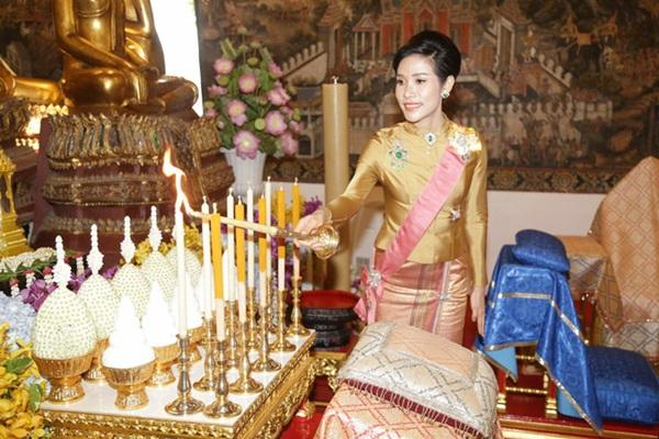 Hoàng quý phi Thái Lan nhận ân sủng mới từ nhà vua, phản ứng của Hoàng hậu Suthida nhận được nhiều sự chú ý-2