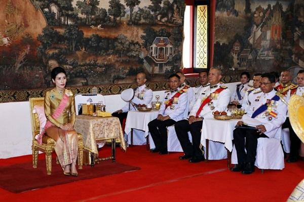 Hoàng quý phi Thái Lan nhận ân sủng mới từ nhà vua, phản ứng của Hoàng hậu Suthida nhận được nhiều sự chú ý-3