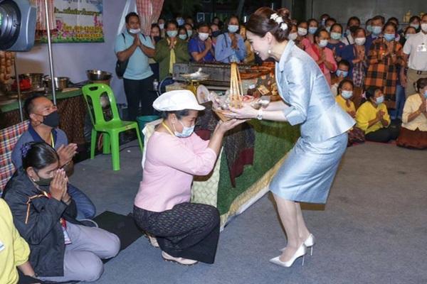 Hoàng quý phi Thái Lan nhận ân sủng mới từ nhà vua, phản ứng của Hoàng hậu Suthida nhận được nhiều sự chú ý-4