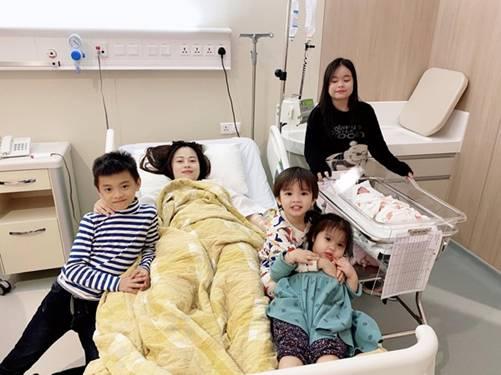 Sinh xong chồng vẫn quá cưng, mỹ nhân Việt khóc mếu vì bầu liên tục, vội vã khóa máy-2