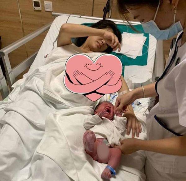 Sinh xong chồng vẫn quá cưng, mỹ nhân Việt khóc mếu vì bầu liên tục, vội vã khóa máy-4