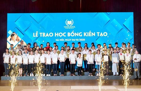 68 học sinh nghèo nhận học bổng Kiến tạo của Vinschool-1