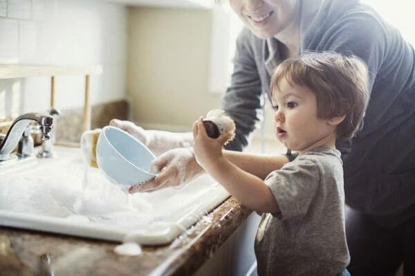 Những việc đơn giản giúp con sống trách nhiệm, cha mẹ lại nhàn tênh nhà nào cũng nên áp dụng-1