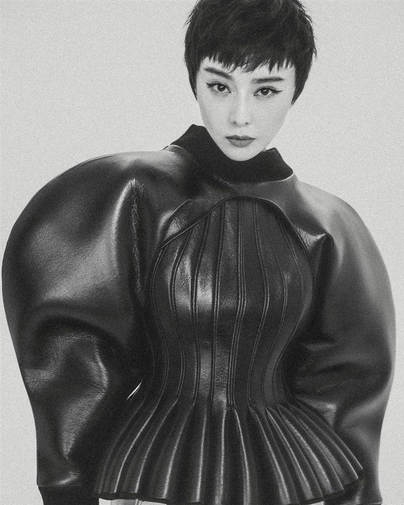 Gần 40 tuổi nhưng Phạm Băng Băng không ngại thử style mới, diện đồ càng độc càng lạ lại càng đẹp-6