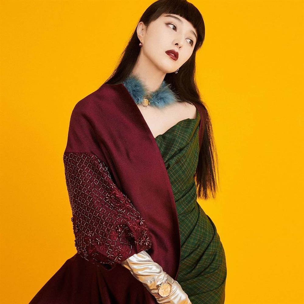 Gần 40 tuổi nhưng Phạm Băng Băng không ngại thử style mới, diện đồ càng độc càng lạ lại càng đẹp-7