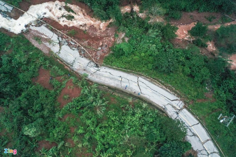 Quốc lộ 12A bị nứt gãy như động đất-2