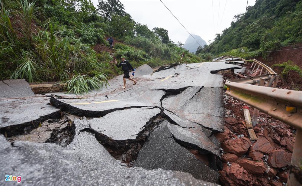 Quốc lộ 12A bị nứt gãy như động đất-3