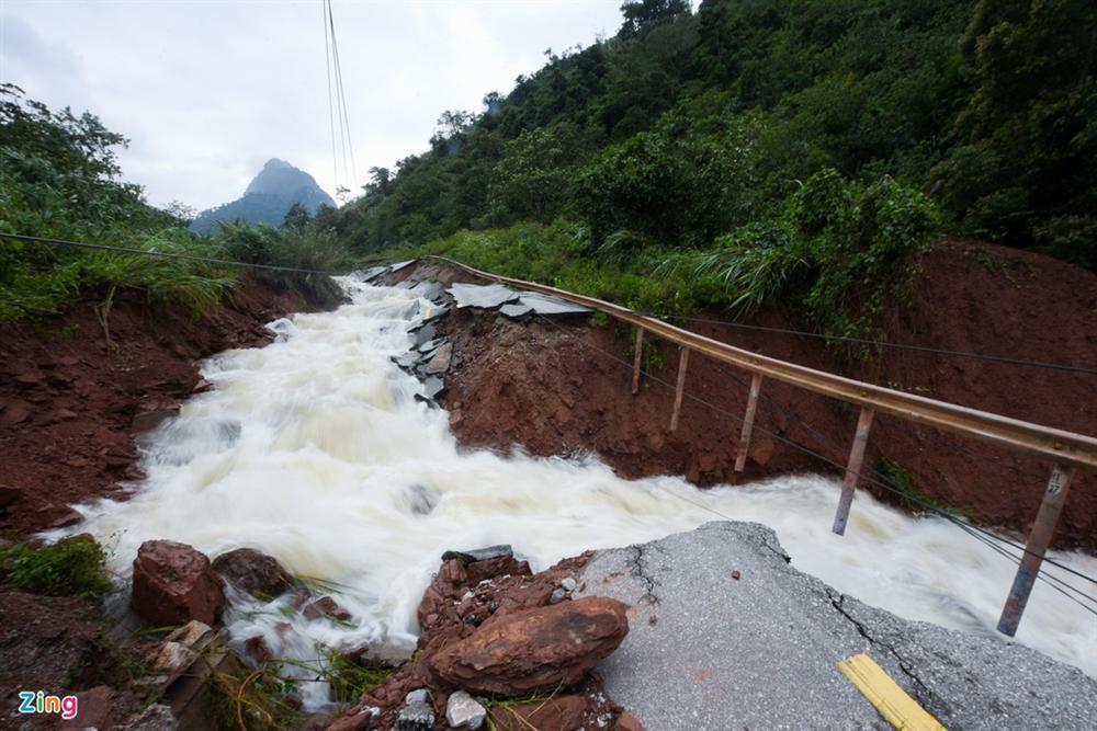 Quốc lộ 12A bị nứt gãy như động đất-5