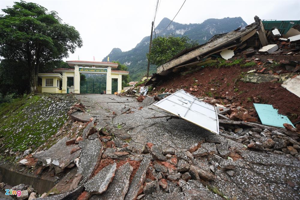 Quốc lộ 12A bị nứt gãy như động đất-6