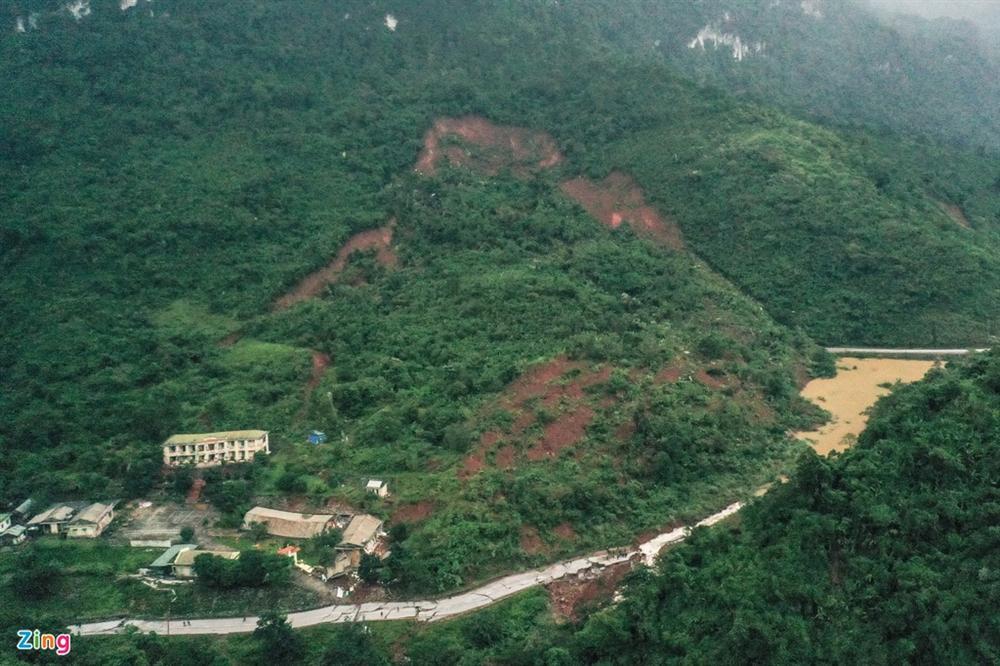 Quốc lộ 12A bị nứt gãy như động đất-11