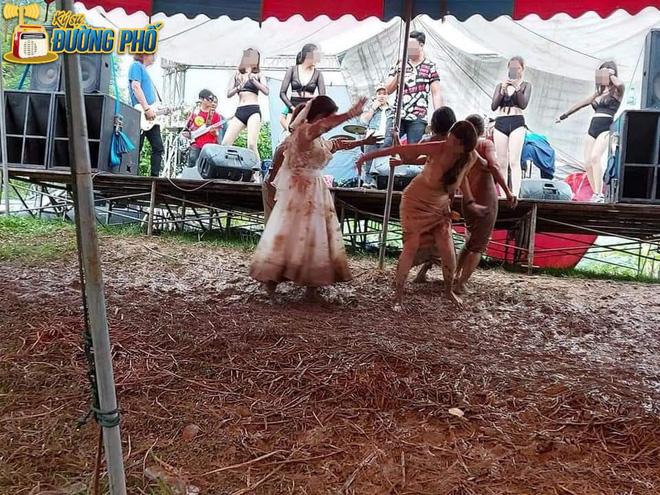 Hội chị em quẩy tung bùn trong đám cưới, nhìn chiếc váy cô dâu, dân mạng than chắc nhà trai phát sợ-2