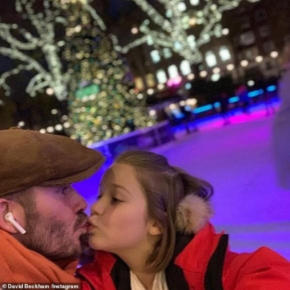 Dù đã bị chỉ trích nhiều lần, Victoria vẫn hào hứng khoe ảnh Beckham hôn môi con gái-7