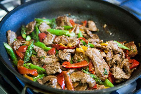 Sai lầm phổ biến các bà nội trợ đều mắc phải khi chế biến thịt bò, khiến thịt dai nhách hoặc bở bùng bục!-2