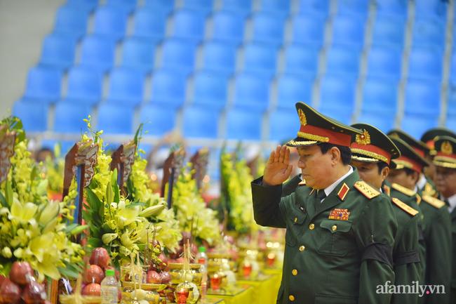 Tang lễ đẫm nước mắt của 22 quân nhân Sư đoàn 337 hy sinh do núi sạt lở, người thân và đồng đội khóc nghẹn trong đau đớn-40