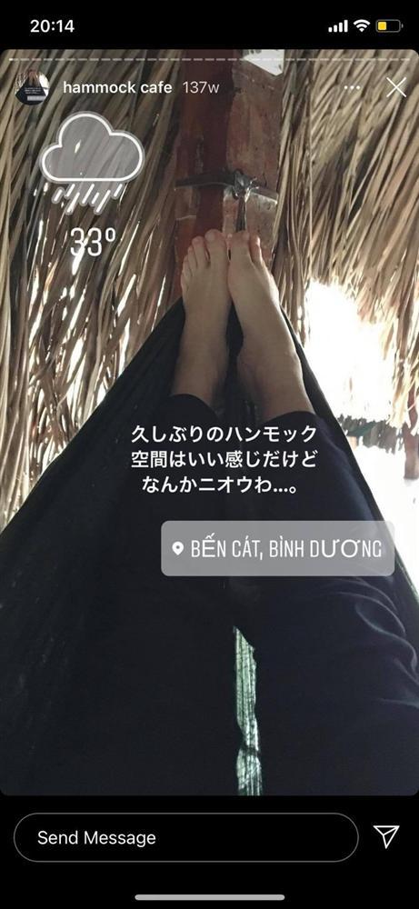 Cô nàng người Nhật Bản khiến dân mạng cười nắc nẻ vì loạt ảnh review võng Việt Nam, bất chấp tất cả để thảnh thơi trên vật dụng huyền thoại này-1