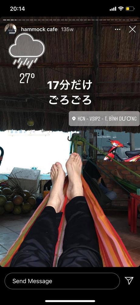 Cô nàng người Nhật Bản khiến dân mạng cười nắc nẻ vì loạt ảnh review võng Việt Nam, bất chấp tất cả để thảnh thơi trên vật dụng huyền thoại này-3