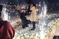 Phú nhị đại mang 6 siêu xe cầu hôn nữ sinh ở sân trường, sự kiện hoành tráng tưởng được tung hô nhưng lại liên lụy nhiều người