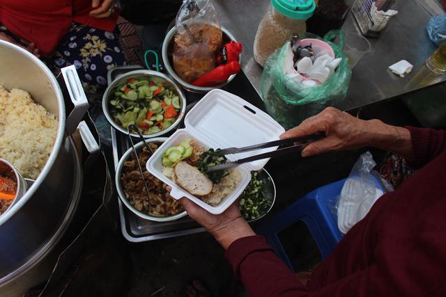 Kỳ lạ món ăn độn nhà nghèo thời bao cấp, thành đặc sản xếp hàng ở Hà Nội-7