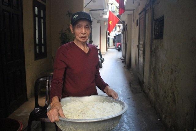 Kỳ lạ món ăn độn nhà nghèo thời bao cấp, thành đặc sản xếp hàng ở Hà Nội-3