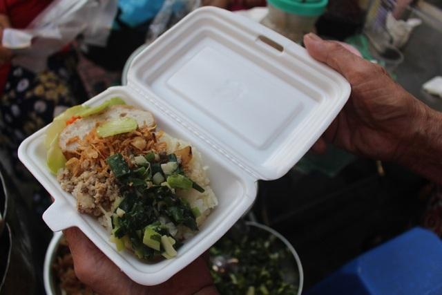 Kỳ lạ món ăn độn nhà nghèo thời bao cấp, thành đặc sản xếp hàng ở Hà Nội-11