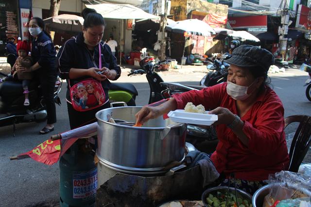 Kỳ lạ món ăn độn nhà nghèo thời bao cấp, thành đặc sản xếp hàng ở Hà Nội-6