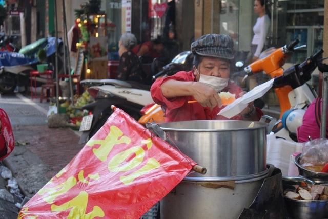 Kỳ lạ món ăn độn nhà nghèo thời bao cấp, thành đặc sản xếp hàng ở Hà Nội-4