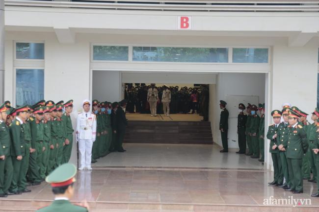 Tang lễ đẫm nước mắt của 22 quân nhân Sư đoàn 337 hy sinh do núi sạt lở, người thân và đồng đội khóc nghẹn trong đau đớn-11