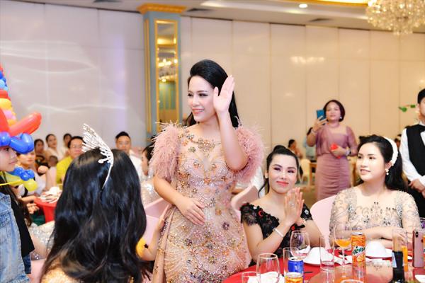 Doanh nhân Trần Thị An chia sẻ bí quyết kinh doanh trong chương trình Redseason-3