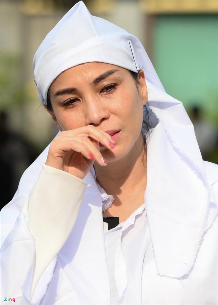 Việt Trinh, Giáng My khóc trong tang lễ NSND Lý Huỳnh-3
