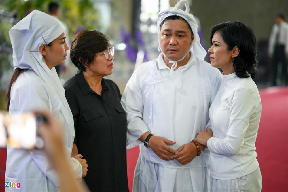 Việt Trinh, Giáng My khóc trong tang lễ NSND Lý Huỳnh-5