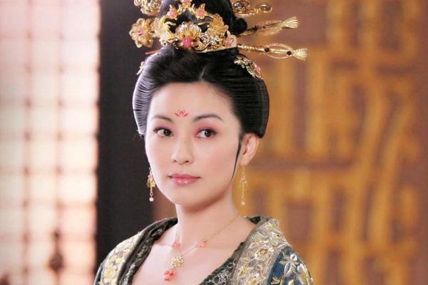 Vị Hoàng hậu tự tay ném chết con gái mới sinh: Nhan sắc kiều diễm nhưng không may bị gả vào vương triều cầm thú, trở thành đồ chơi của đế vương-1