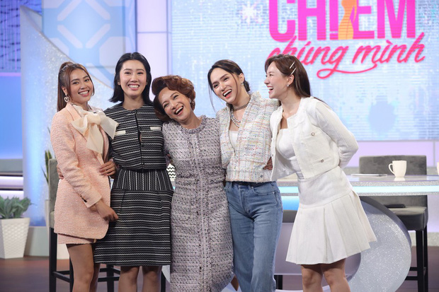 Netizen tranh cãi tố Hương Giang liên tục mặc lố trên sóng truyền hình, chiếm luôn spotlight của Hari Won và tiền bối-2