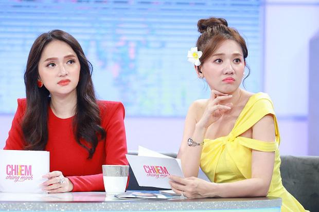 Netizen tranh cãi tố Hương Giang liên tục mặc lố trên sóng truyền hình, chiếm luôn spotlight của Hari Won và tiền bối-3