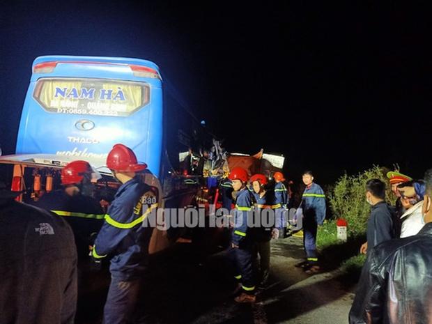 Xe khách tông vào đuôi xe tải, 15 người thương vong-1