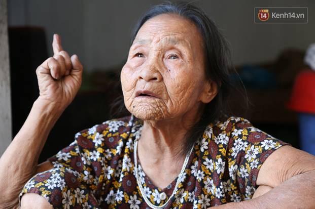 Gặp cụ bà lưng còng cõng bao quần áo, mì tôm ủng hộ người dân miền Trung: Hơn 200.000 đồng/tháng tôi vẫn đủ ăn tiêu xả láng-7