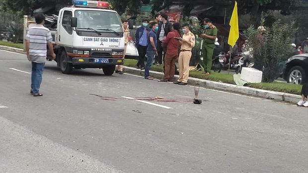 Xe máy va chạm với ô tô, nam thanh niên 18 tuổi chết thảm-1