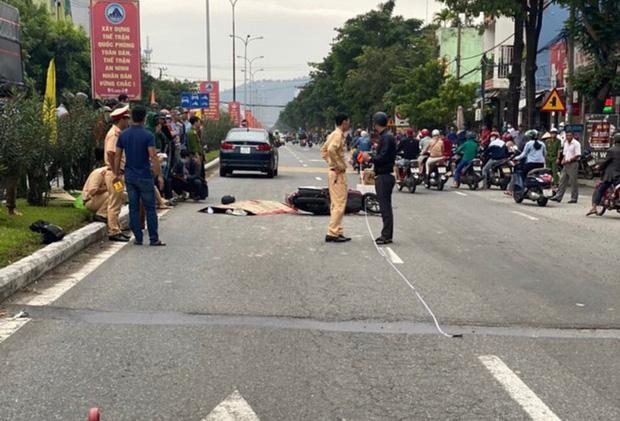 Xe máy va chạm với ô tô, nam thanh niên 18 tuổi chết thảm-2
