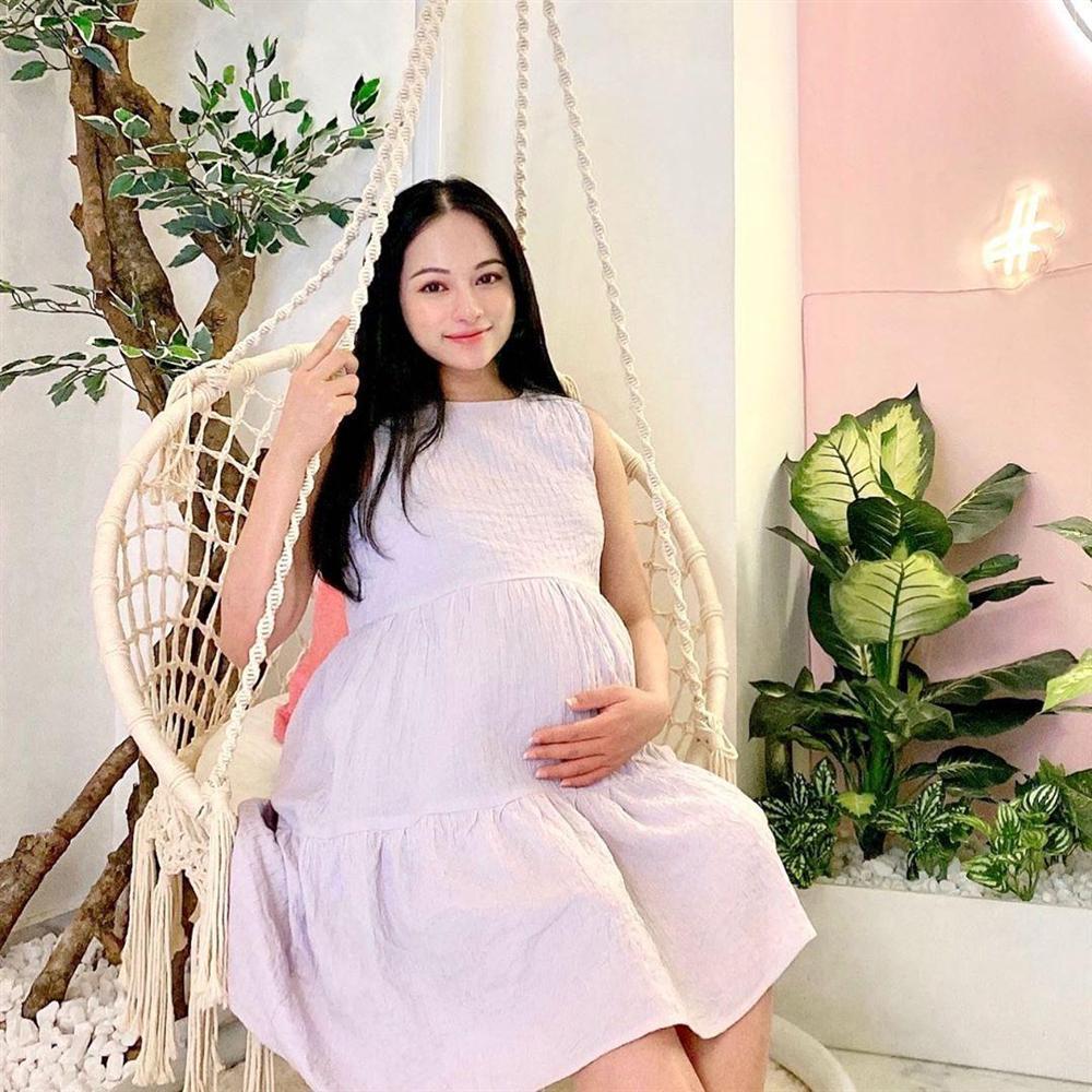 Mới sinh mổ 12 tiếng, Sara Lưu đã lò dò tập đi, nhưng vóc dáng như chưa hề có cuộc vượt cạn mới gây nhiều chú ý-3
