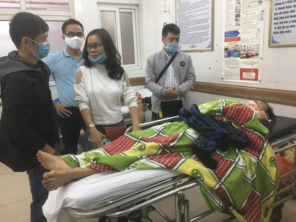 Vợ của tài xế chở hàng cứu trợ miền Trung gặp tai nạn lật xe: Anh bị chấn thương sọ não, mê man không nhận ra ai-2