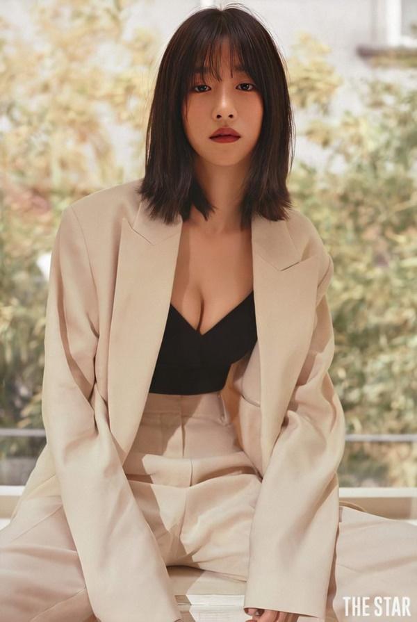 Nghẹt thở vì vòng 1 căng tràn của Seo Ye Ji: Diện đồ hở sexy bức thở, mặc đồ kín vẫn nóng bỏng bức người-7