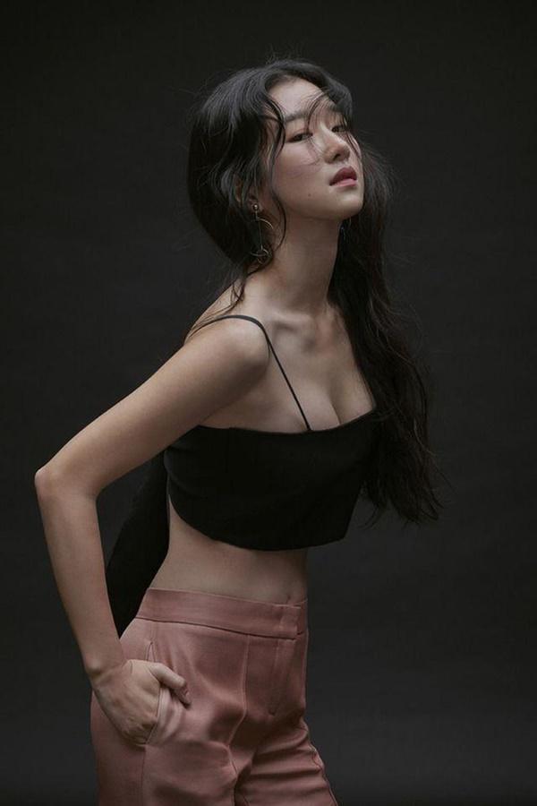 Nghẹt thở vì vòng 1 căng tràn của Seo Ye Ji: Diện đồ hở sexy bức thở, mặc đồ kín vẫn nóng bỏng bức người-10