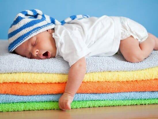 Bé có những biểu hiện này trong khi ngủ, bố mẹ đừng chần chừ mà hãy đưa bé đi khám ngay kẻo muộn-4